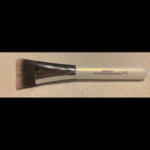 IT Cosmetics Brush #77